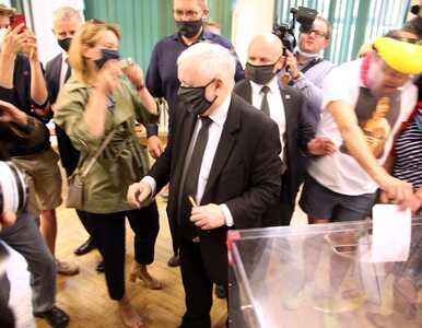 Jarosław Kaczyński oddał głos, ale ktoś skradł mu show. Spójrzcie na...