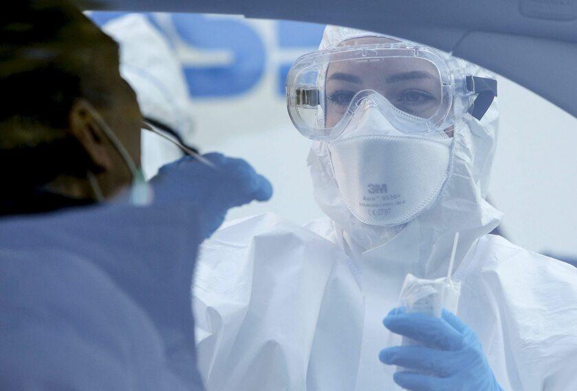 Pobieranie wymazu pod kątem testu na koronawirusa, Rzym, 8 kwietnia
