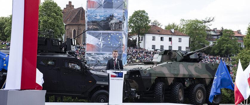 Mariusz Błaszczak na defiladzie