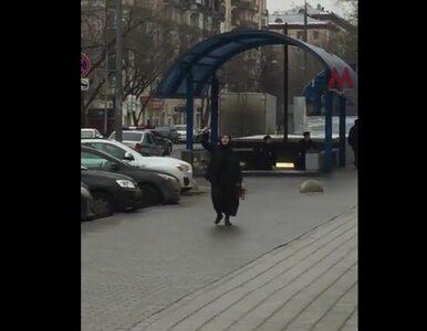 Moskwa: Kobieta z obciętą głową dziecka przed stacją metra