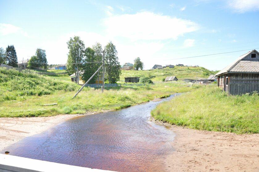Rzeka Nionoksa we wsi o tej samej nazwie