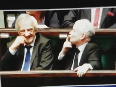 Kaczyński w świetnym humorze, rozsyła po Sejmie buziaki. Kto skłonił go...