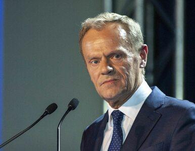 """Tusk przemawiał w Warszawie. Mówił o """"niedużej różnicy"""" między Prezesem..."""