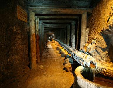 Wypadek w kopalni. Górnik uwięziony pod ziemią