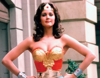Była serialową Wonder Woman i Miss World 1972. To jej córka