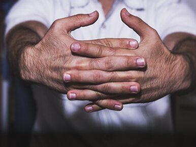 Odczuwasz w nocy mrowienie w palcach? Ortopeda ostrzega