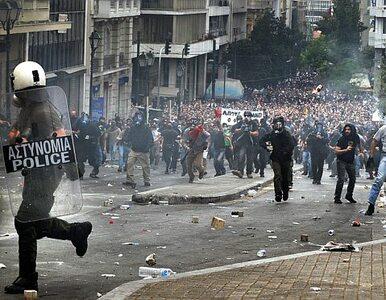 Starcia w Atenach, zabrali policjantowi broń