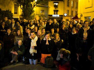 Katedra płonęła, mieszkańcy Paryża modlili się o cud. Te nagrania...