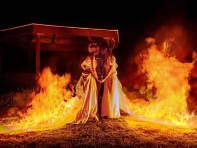 Artystki wzięły ze sobą ślub. Podczas ceremonii podpaliły suknie