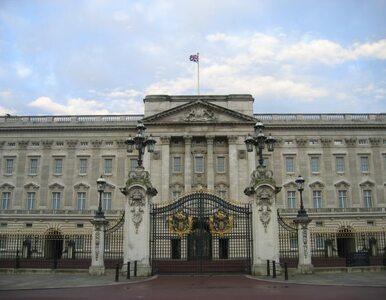 Aresztowano królewskiego ochroniarza. Wniósł do Pałacu Buckingham...