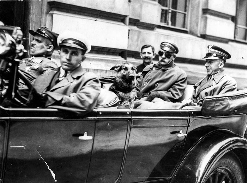 Wyjazd Józefa Piłsudskiego z Warszawy do Sulejówka, 1929 rok