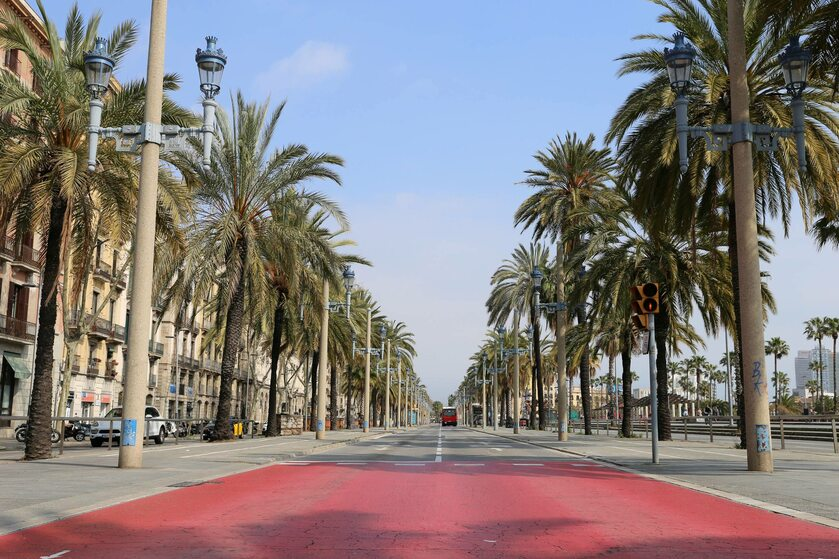 Opustoszałe ulice Barcelony