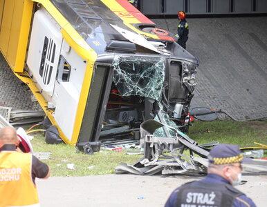 Wypadek autobusu w Warszawie. Nieoficjalnie: Kierowca w przeszłości...
