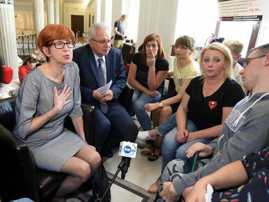 Rodzice niepełnosprawnych nie ruszą się z Sejmu. Chcą rozmawiać tylko z...