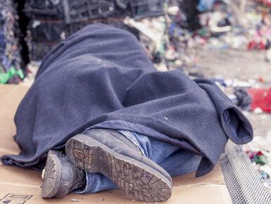 Nieznani sprawcy podpalili bezdomnych. Mężczyźni trafili do szpitala