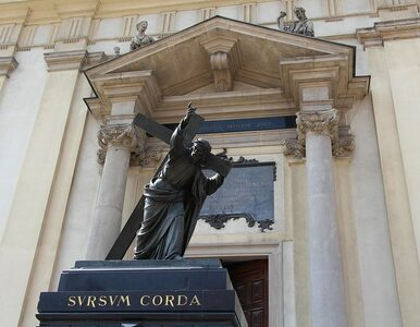 """Tęczowa flaga znów na pomniku Chrystusa w Warszawie. """"Zobaczymy, czy..."""