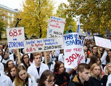 """Głodówki lekarzy w kolejnych miastach. """"Przestajemy hamować protesty"""""""