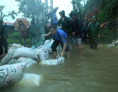 Pół miliona Chińczyków ucieka przed powodzią. Pomaga im wojsko