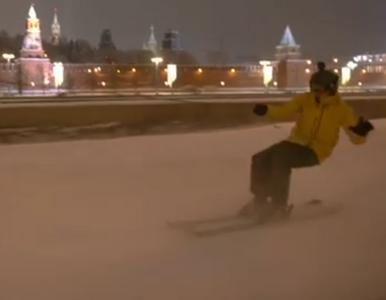 Nietypowy wyczyn Rosjanina. Pędził na nartach po Placu Czerwonym