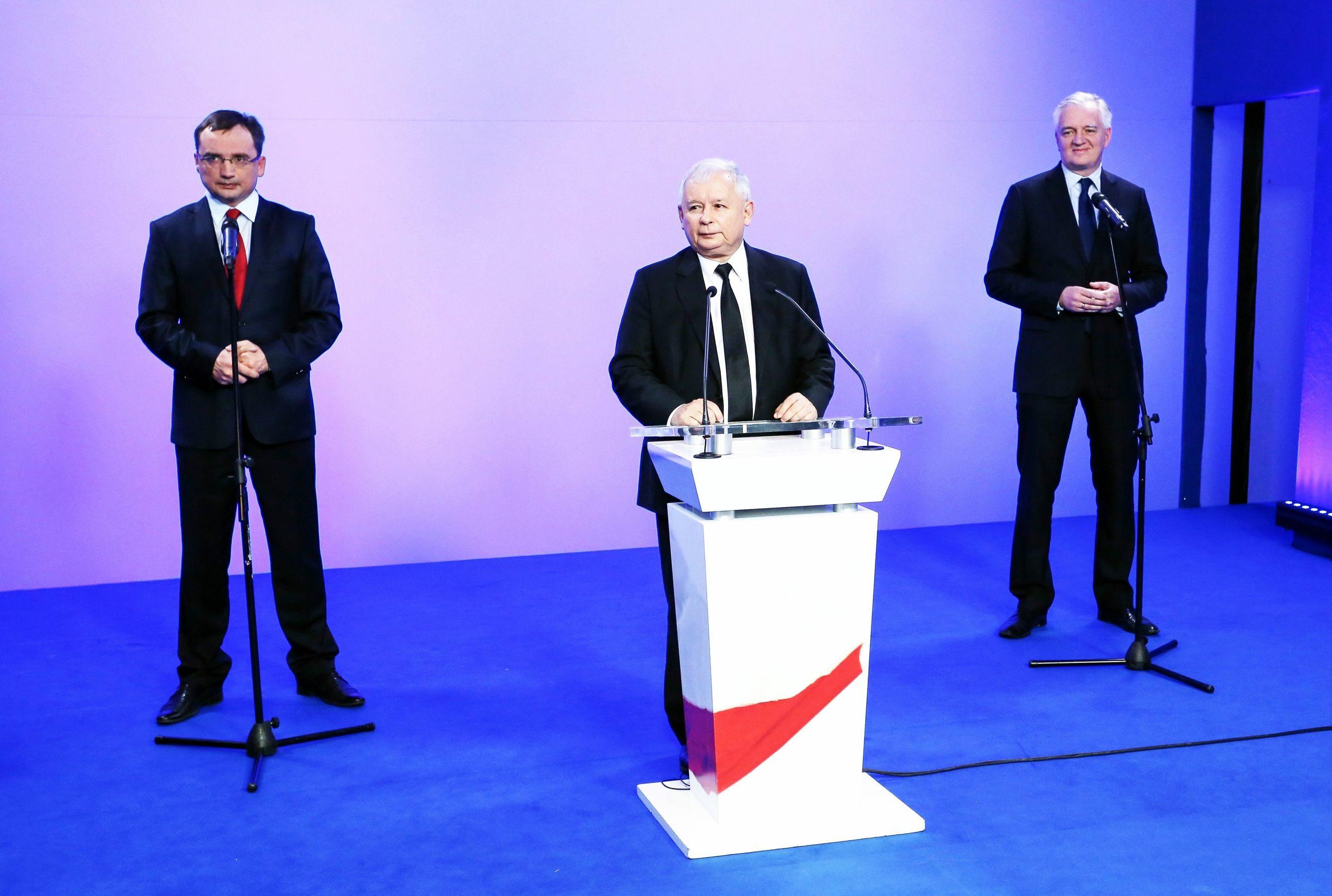 Od lewej: minister sprawiedliwości Zbigniew Ziobro, prezes PiS Jarosław Kaczyński i wicepremier Jarosław Gowin