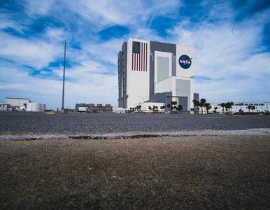 Szef programu załogowego NASA rezygnuje. Tydzień przed pierwszym od...