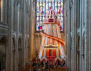 W katedrze zamontowano zjeżdżalnię. Korzystają z niej wierni i duchowni