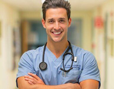 """Jest nazywany """"najprzystojniejszym lekarzem na świecie"""". W mediach..."""
