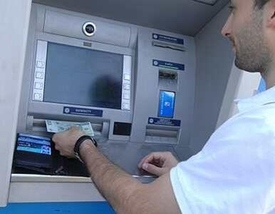 Bank zabrał klientom nadwyżki, które wypłacił bankomat? PKO BP zaprzecza