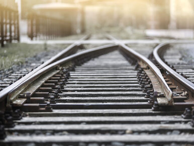 Chełm. Podstawiono pociąg z jednym wagonem. Ludzie wchodzili przez okno