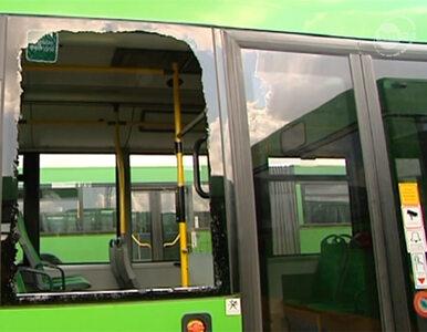 Poznań: ostrzelano autobus, ostrzelano samochód