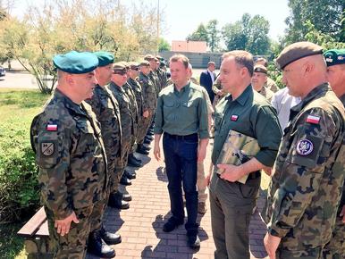 Duże zmiany w polskiej armii. Szef MON zwolnił kontradmirała za słowa o...