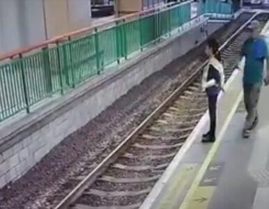 Mężczyzna zepchnął kobietę na tory. Zdarzenie zarejestrowały kamery