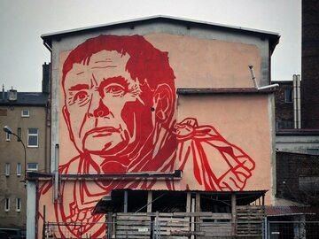 Kaczyński nowym bohaterem muralu Mariusza Warasa. Zobacz poprzednie dzieła