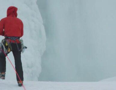 Śmiałek wspiął się po zamarzniętym wodospadzie Niagara