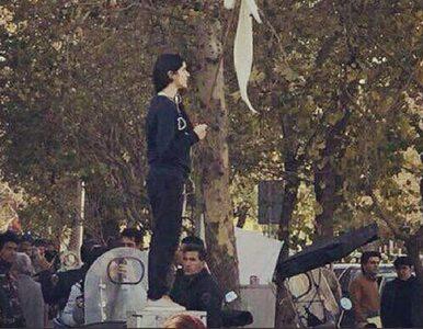 Na znak protestu zdjęły hidżaby. Zostały zatrzymane przez policję