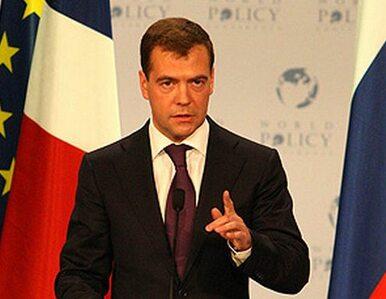 Miedwiediew: Rosja potrzebuje demokracji. Nie chaosu
