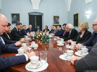 """Briefing prezydenta Andrzeja Dudy. """"Dokonajmy rachunku sumienia. Każdy w..."""